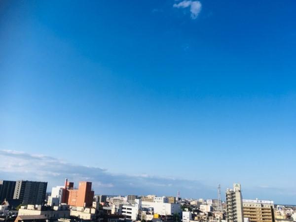 松阪駅方面の青空