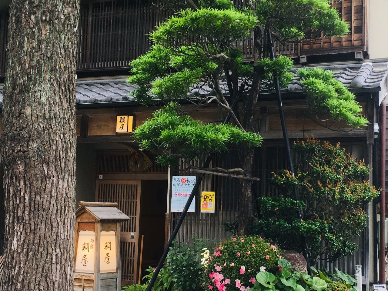 鯛屋旅館の入口付近